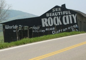"""See Rock City"" Barn on U.S. Highway 441, in Sevier County, Tennessee.  By Scott Basford. GNU Attribution Non-commercial Share-Alike license."